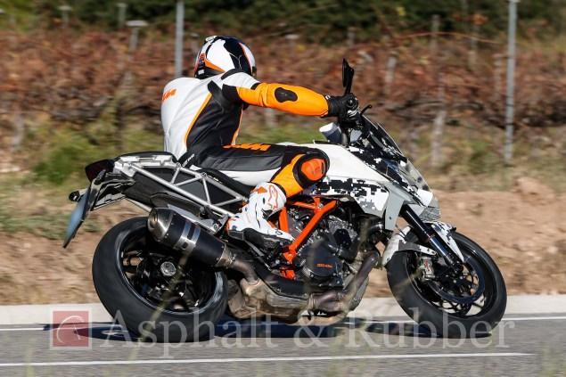 KTM-1290-SMT-Supermoto-T-BMH-Images-01