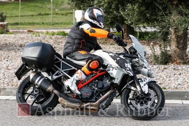 KTM-1290-SMT-Supermoto-T-BMH-Images-03