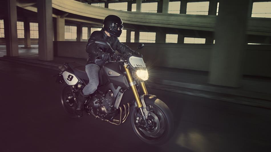 2014-Yamaha-MT09-Street-Tracker-EU-Matt-Grey-Action-001