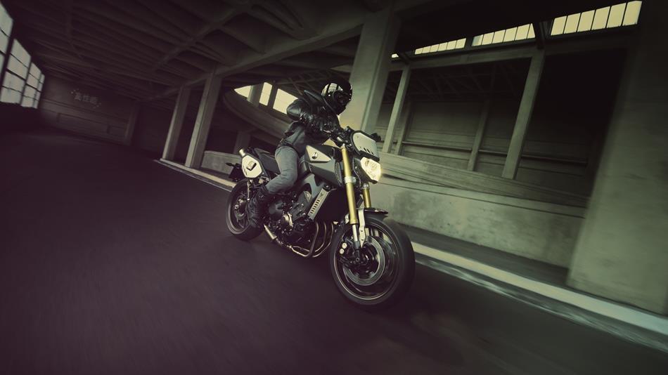 2014-Yamaha-MT09-Street-Tracker-EU-Matt-Grey-Action-005