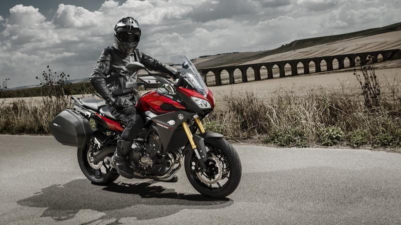 2015-Yamaha-MT09-Tracer-EU-Lava-Red-Static-002_resize