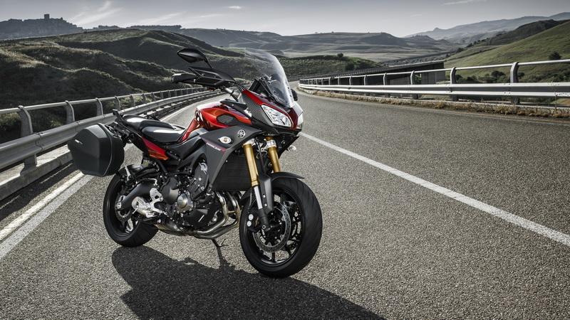 2015-Yamaha-MT09-Tracer-EU-Lava-Red-Static-003_resize