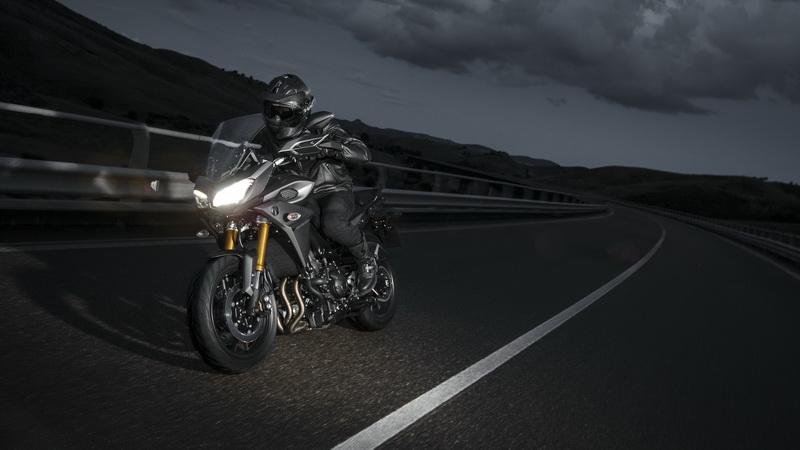 2015-Yamaha-MT09-Tracer-EU-Matt-Grey-Action-004_resize