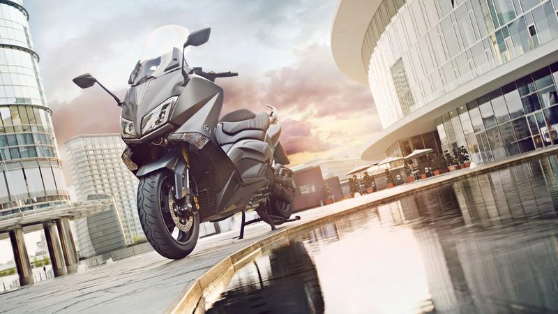 2015-Yamaha-T-MAX-SPECIAL-EU-Liquid-Darkness-Static-006_resize