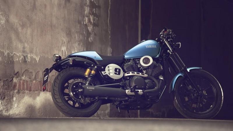 2015-Yamaha-XV950CR-EU-Glacier-Blue-Static-002