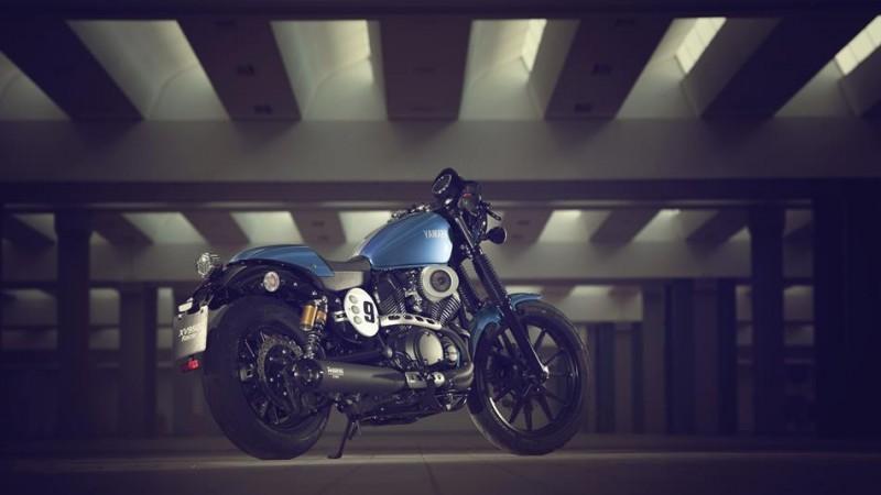 2015-Yamaha-XV950CR-EU-Glacier-Blue-Static-003