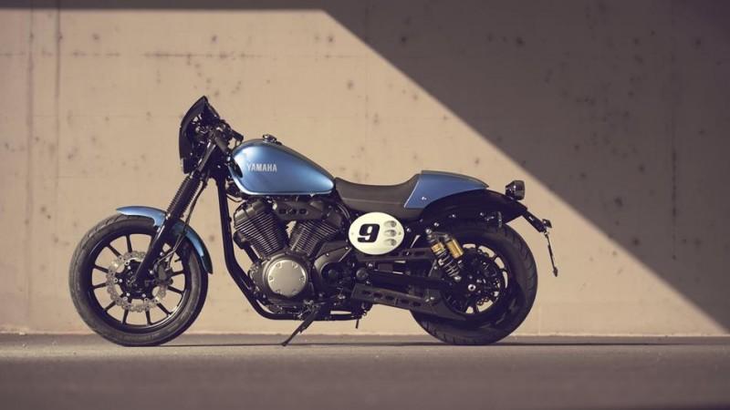 2015-Yamaha-XV950CR-EU-Glacier-Blue-Static-005