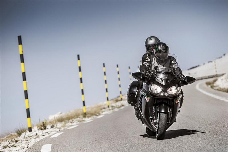 Kawasaki GTR 1400 2015 (2)_resize