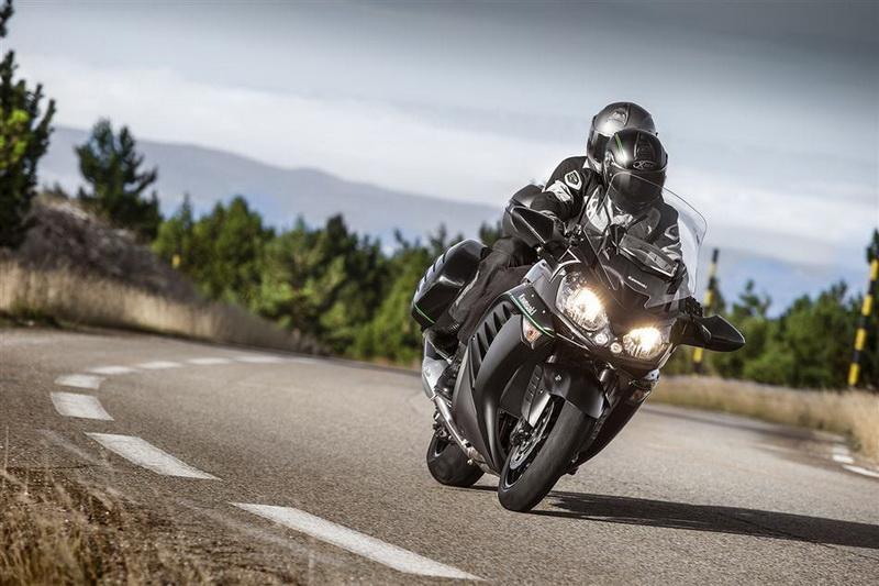 Kawasaki GTR 1400 2015_resize