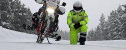 Singur-singurel, iarna în Siberia. Pe o motocicletă din '87